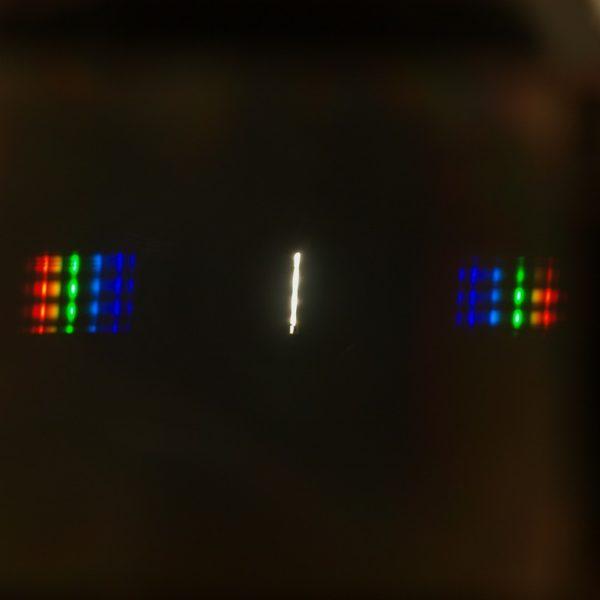 Widmo sztucznego światła z prostego spektroskopu